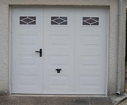 Portes de garage en bois sur mesure en pvc ou alu - Porte de garage sectionnelle avec porte de service ...